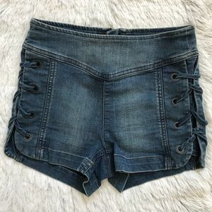FREE PEOPLE LACE UP SIDE JEAN SHORTS 24